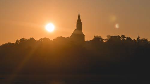 Wohnen zu Füßen der Kirche in Hengersberg, arbeiten in Deggendorf