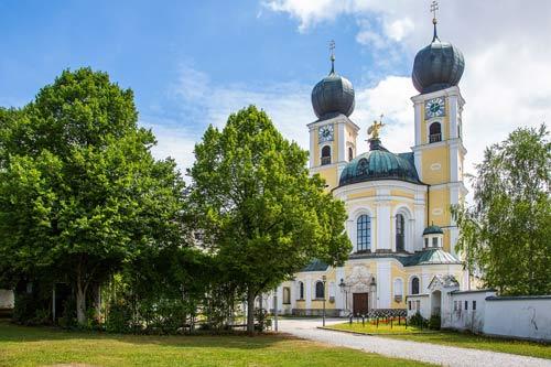 Wohnen in direkter Nachbarschaft des Benediktinerklosters Metten.