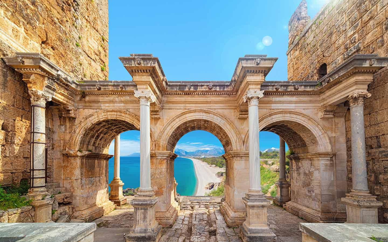Auch bei den Nur-Hotel-Buchungen 2021 top: Antalya in der Türkei.